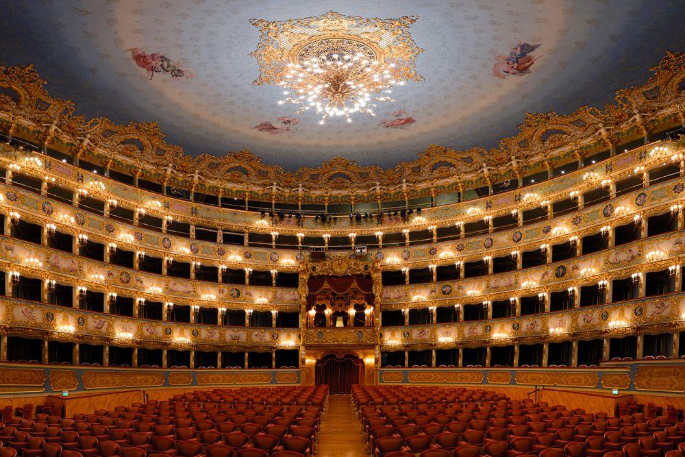 The theater hall host an event teatro la fenice fest for Fenice design sedie ufficio